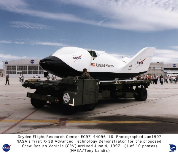 X-38 EC97-44096-16: X-38 Arrival at NASA Dryden on June 4 ...