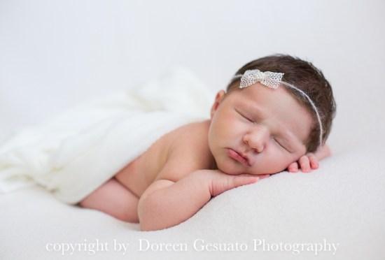 So viele Haare – Doreen Gesuato – Fotografin für Neugeborene rund um Wertheim