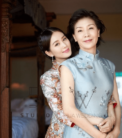 beauty mother and daughter