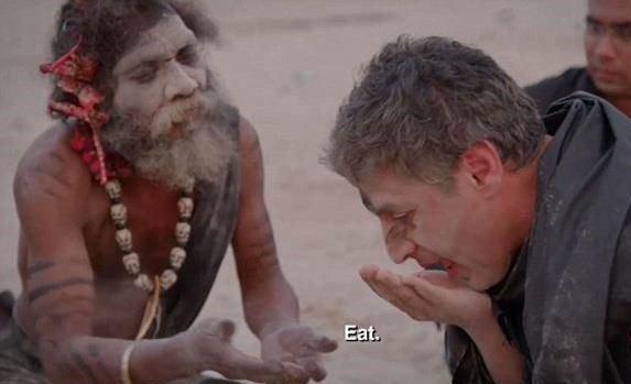 食人族与主持人吃人脑、遭丢粪还抹骨灰?