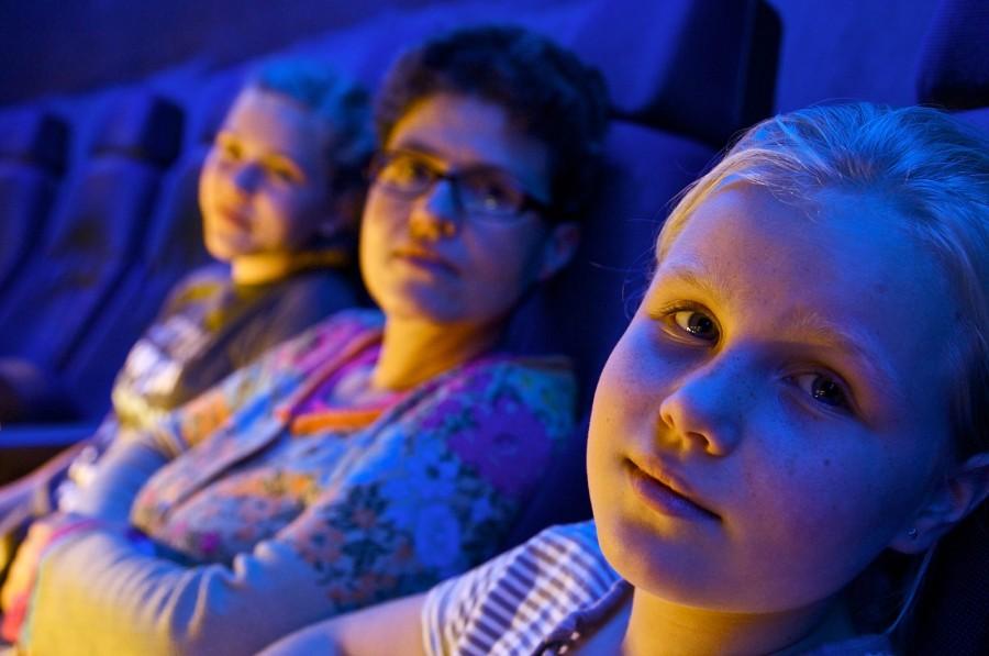 Autostadt Wolfsburg: im 3D-Kino bei blauem Licht