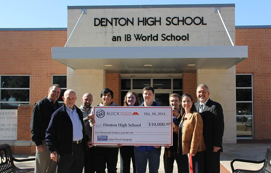 Members+from+Buick+present+a+check+for+%2410%2C000+to+the+Denton+High+School+Administration.+Denton+High+earned+the+%2410%2C000+for+participating+in+a+test+drive+fundraiser+with+Buick.