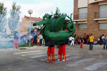 Drac de Moja ballant a la Festa del Most de Moja