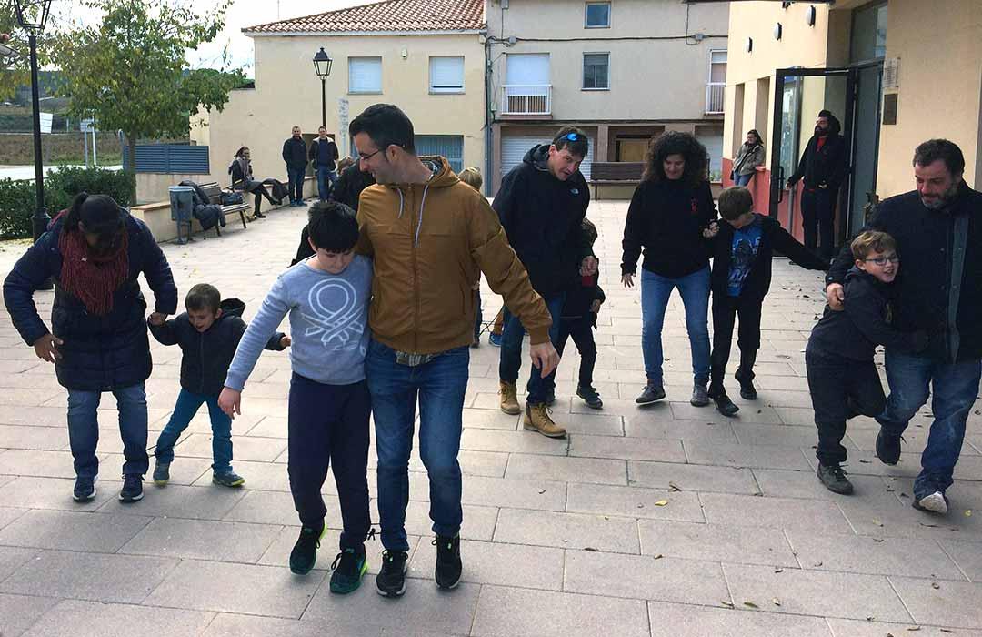 Moment de la festa de les famílies 2018 amb els pares i els diables petits de Moja