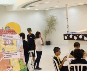 Estudantes realizaram oficina, com produção de material para conscientização dos clientes - Foto: Eberly Laurindo
