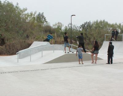 376b98ebd8 Depois das aulas teóricas acontece a prática do skate na pista da Praça CEU  das Artes