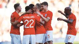 Sob o olhar de Tite, Inglaterra derrota a Costa Rica em amistoso