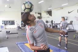 Romero treina com bola, mas ainda é dúvida para partida contra o Santos no Itaquerão
