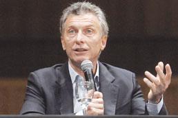 Contra volta do populismo kirchnerista, Macri congela gasolina e dá subsídios