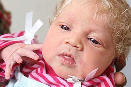 diaforetiko.gr : news 20100720 10380726 804542581 Μαύροι γονείς έφεραν στον κόσμο λευκό κατάξανθο μωρό!