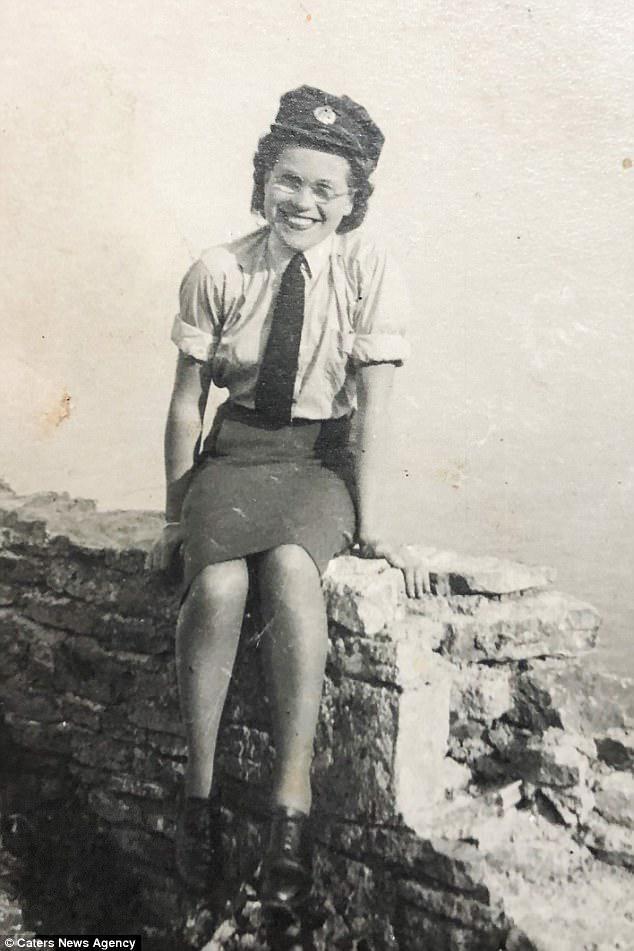 Η Φλωρεντία Σμιθ απεικονίστηκε κατά τη διάρκεια του Β 'Παγκοσμίου Πολέμου όταν ήταν μέλος της RAF. Ζούσε με τον σύζυγό της στο νοτιοδυτικό σπίτι του στο Λονδίνο μέχρι να πεθάνει πριν από 20 χρόνια