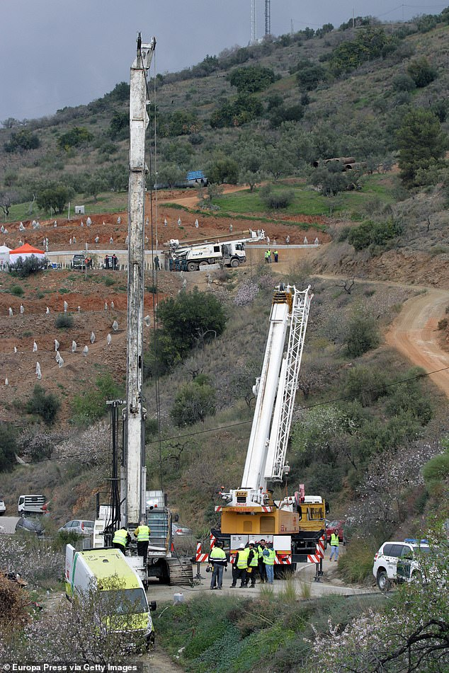 The rescue operation is now focusing on the constructing of a vertical tunnel running parallel to the borehole after work on a horizontal tunnel faced technical difficulties