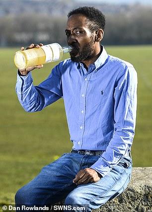 Άντρας πίνει κάθε μέρα τα ούρα του και λέει ότι νιώθει πιο υγιής, πιο όμορφος και πιο έξυπνος - Εικόνα 4