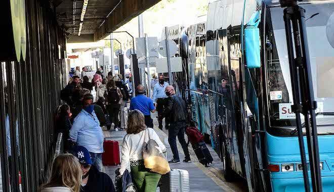 Έφτασαν οι 189 Ολλανδοί τουρίστες που συμμετέχουν στο πιλοτικό πρόγραμμα στη Ρόδο, 12 Απριλίου 2021
