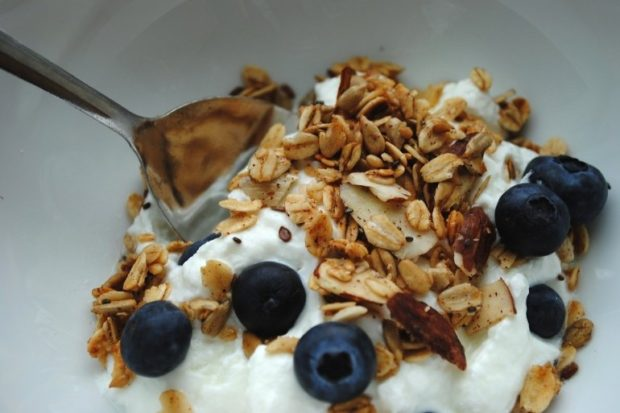 3-plain-non-fat-yogurt-with-granola