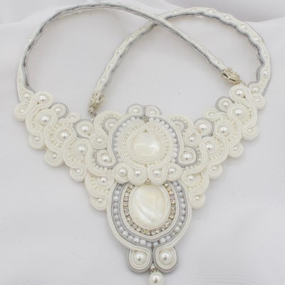 Collana bianca perle e cristalli Diala Creazioni