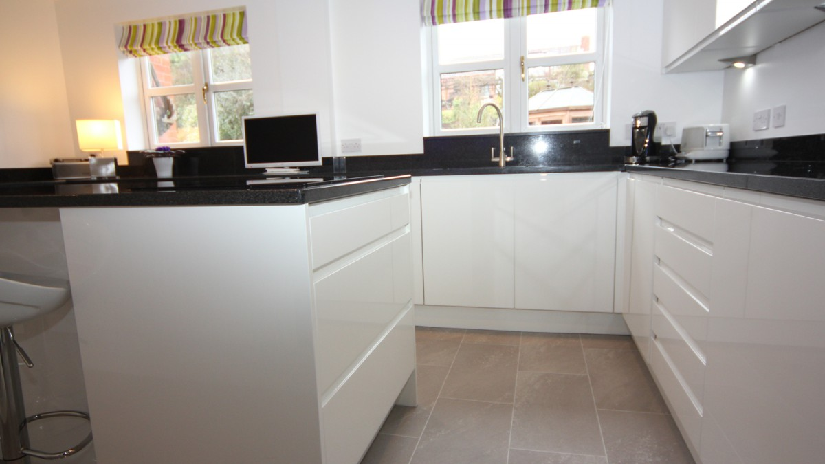 White Contemporary Kitchen Bromsgrove Diamond Kitchens Driotwich