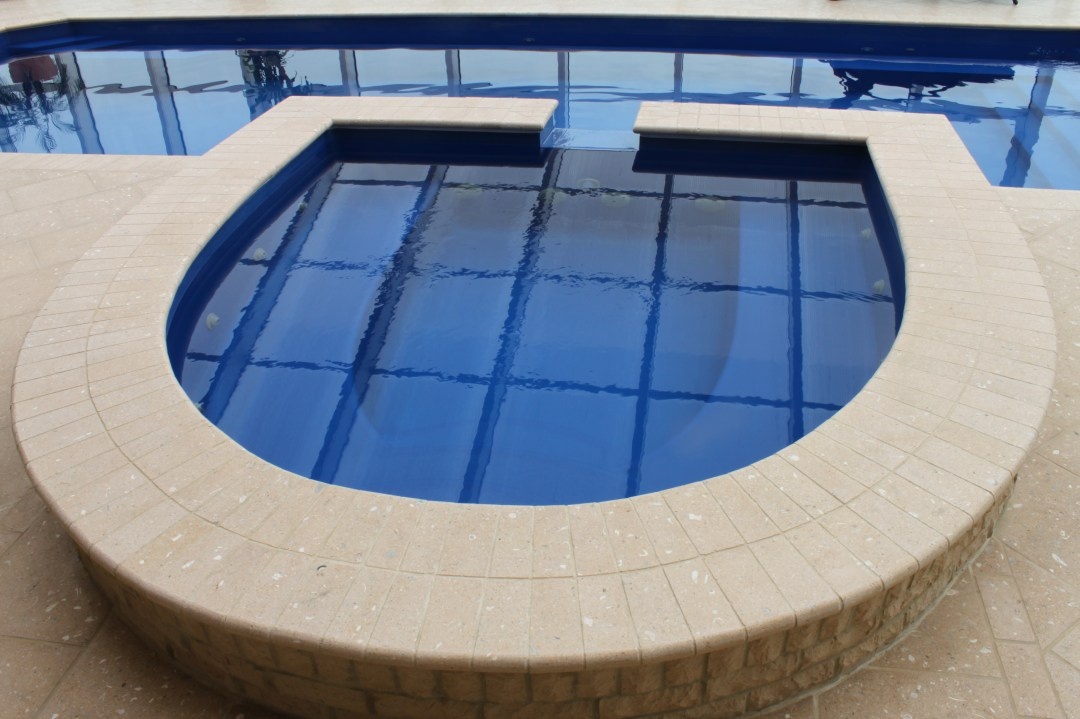 Horseshoe Spa with spillover