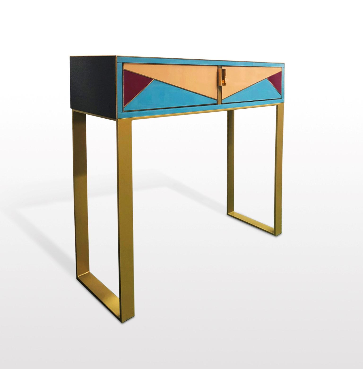 Consola de cristal y latón. Muebles con cristal, Muebles a medida madrid, Diseño de muebles modernos, Diseño de muebles a medida, Venta de muebles online.