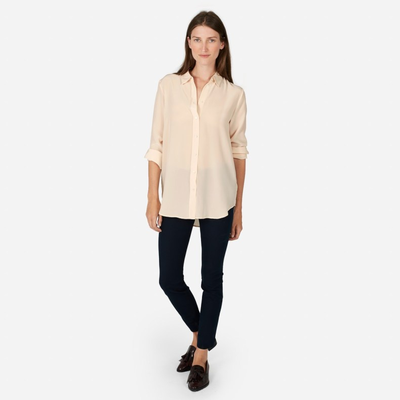 Fashion blogger Diana Pearl of Pearl Girl shares why I love Everlane with the Everlane Relaxed Silk Shirt