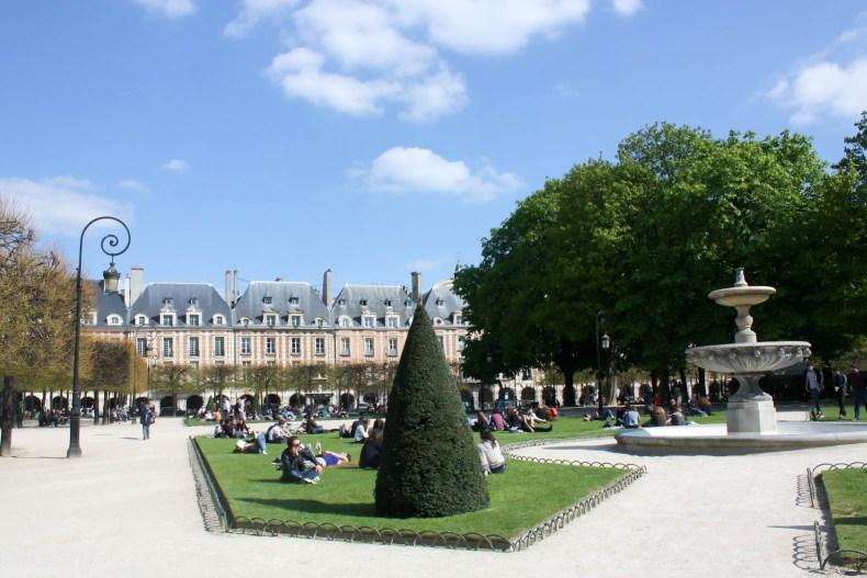 Paris Travel Guide for 20 Something Women