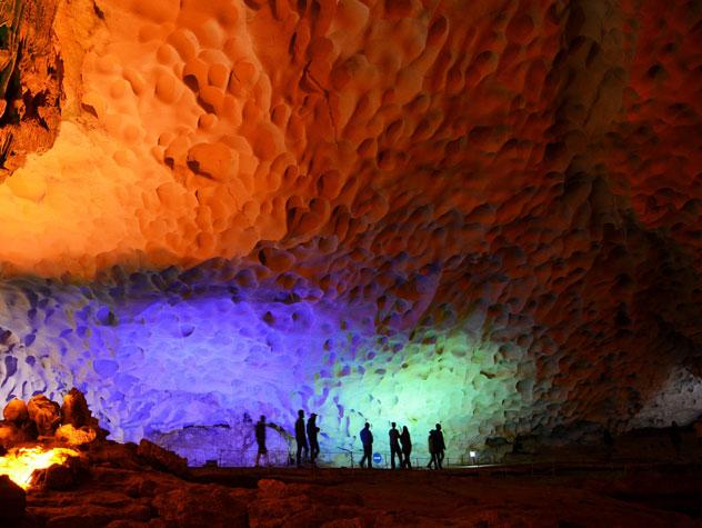 Sung Sot Cave - Paradise Cruises - Destinations