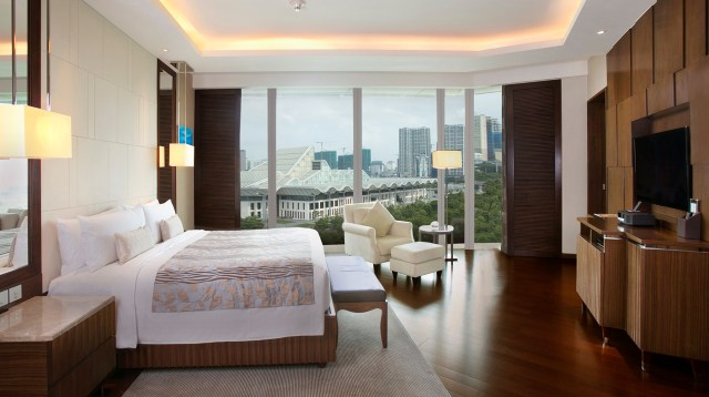 Sleek luxury in hectic Hanoi