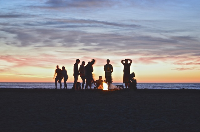 friends-at-beach-bonfire
