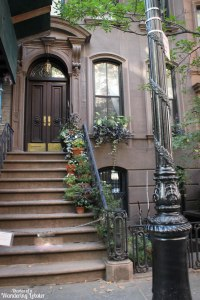 carrie bradshaw stoop NYC