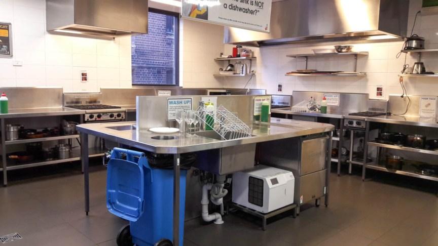 [img] Bounce Hostel kitchen
