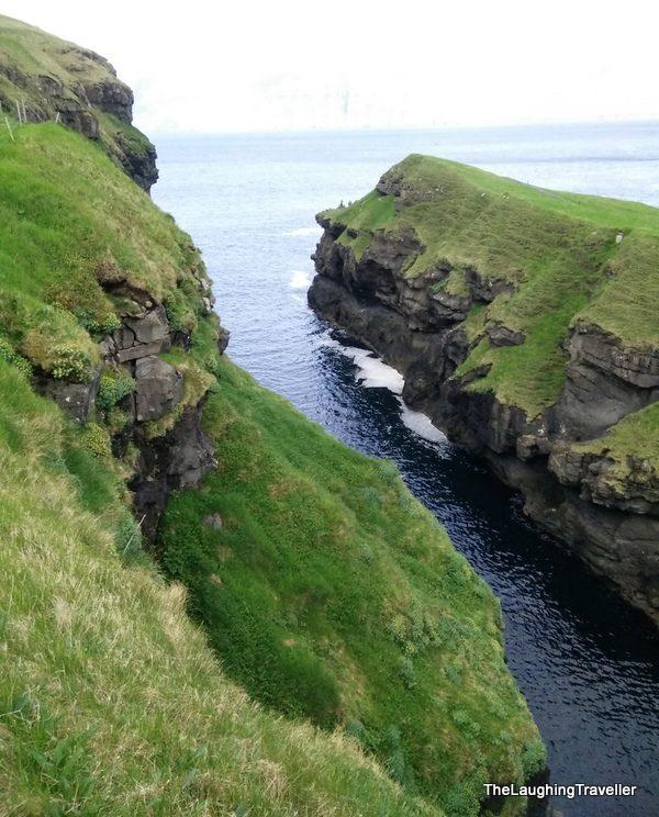 [img] Faroe Islands gorge