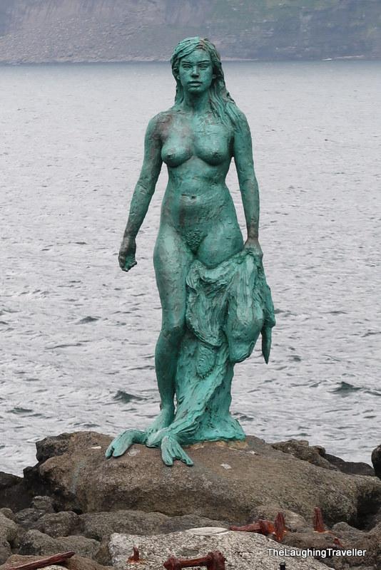 [img] Seal People Faroe Islands