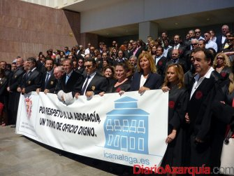 Más de 400 abogados malagueños se concentran para reivindicar la dignidad del Turno de Oficio y la Justicia Gratuita