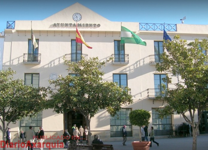 El alcalde del Ayuntamiento de Vélez-Málaga se niega a dar soluciones a los problemas laborales de la plantilla municipal