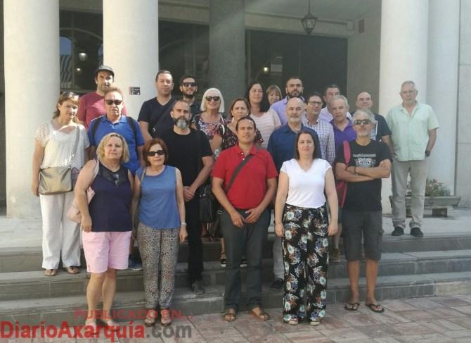Miembros del Grupo Motor junto a representantes politicos