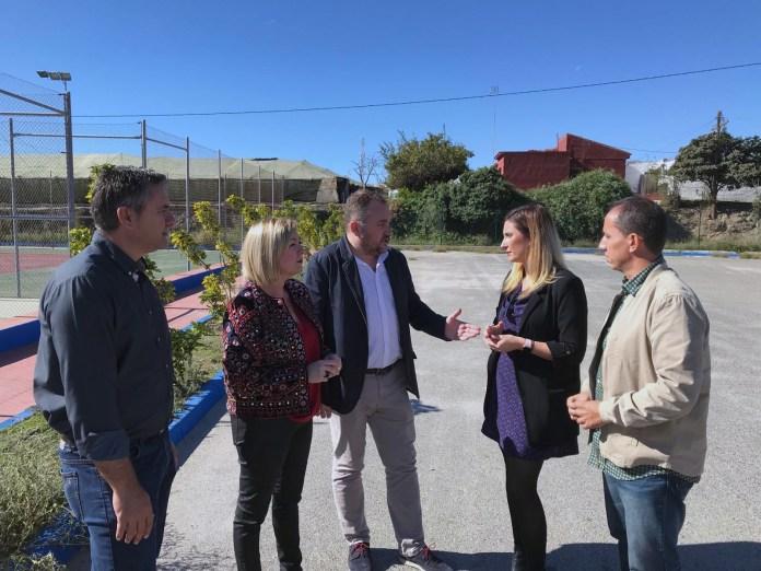 El PSOE acusa a los gobiernos del PP en Torrox y Diputación de perder una subvención para construir nuevas pistas de pádel en Torrox Costa