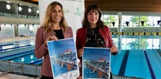 La concejala de Deportes del Ayuntamiento de Vélez-Málaga, María José Roberto, y la delegada provincial de la Federación Andaluza de Natación, Montserrat Caballero, informaron de la competición que reúne a un total de 59 equipos de todo el territorio nacional durante el fin de semana.