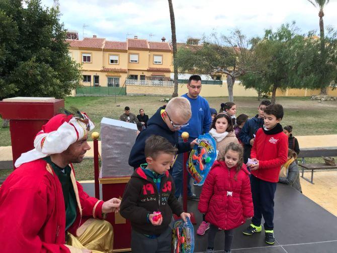 Los pequeños de Almayate han entregado sus cartas para los Reyes Magos de Oriente.