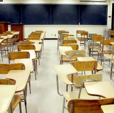 Podemos lleva al Parlamento la masificación en los centros educativos de Rincón de la Victoria