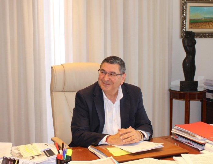 El alcalde de Vélez-Málaga, Antonio Moreno Ferrer, informó de que la Junta ha concedido 1.135.000 euros que el Ayuntamiento destinará a convertir el edificio en un espacio de usos múltiples para el municipio.