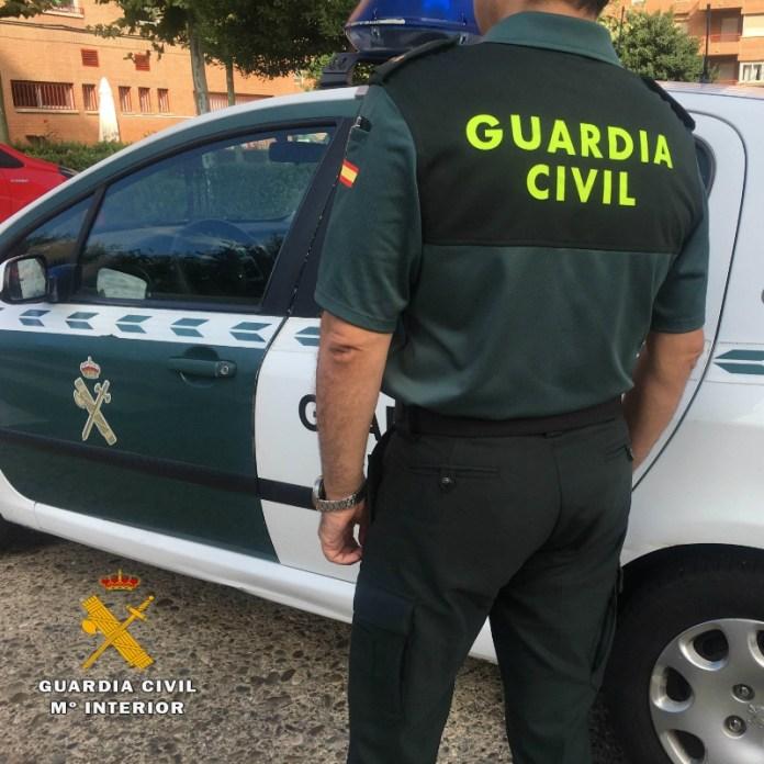 Un guardia civil fuera de servicio detiene a un individuo que se encontraba agrediendo a su pareja