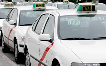 La Policía Nacional detiene en Marbella a dos personas responsables de una estafa de 80.000 euros en la supuesta compraventa de una licencia de taxi