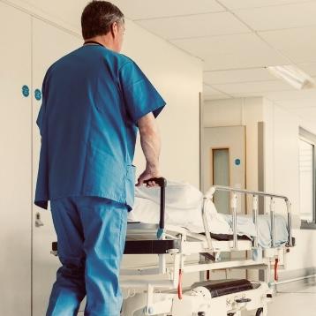 Las promesas políticas siguen sin llegar a la planta de onco-hematologia pediátrica