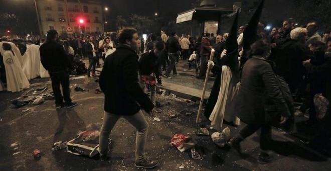 El Ayuntamiento de Sevilla prohibirá beber en la calle durante la Semana Santa