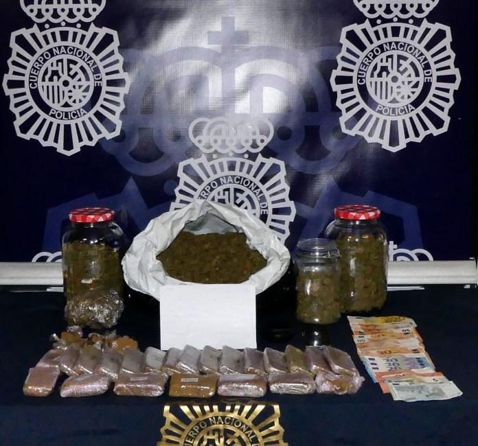La Policía Nacional detiene a un repartidor de pizzas a domicilio que además de comida repartía marihuana y hachís a los clientes que lo solicitaban