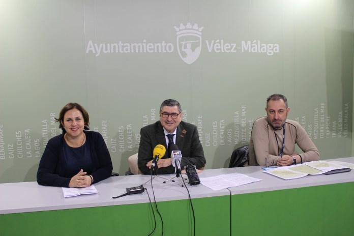 El alcalde de Vélez-Málaga, Antonio Moreno Ferrer, explicó que este proyecto responde a una prioridad para el consistorio veleño como es democratizar las conexiones y ofrecer igualdad de oportunidades a todos los territorios del municipio.