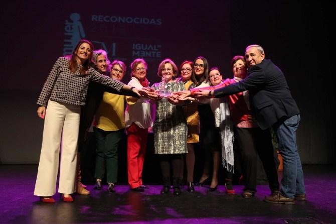 La Diputación premia a una treintena de mujeres y entidades representantes de la igualdad de género en la provincia