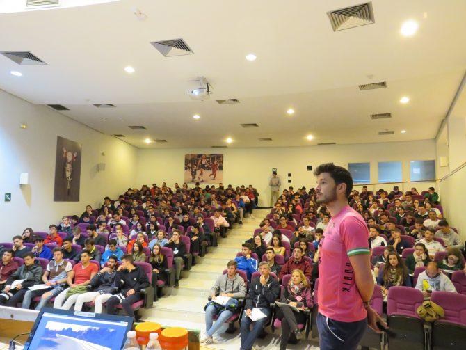 La Junta acerca a más de 200 jóvenes la campaña 'Mantén el equilibrio' para la convivencia de ciclistas y conductores