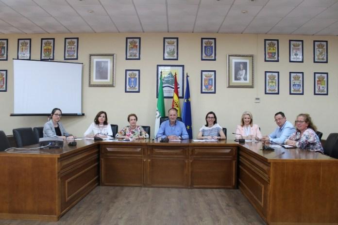 La reunión ha posibilitado la presentación de la web axarquiacostadelsolcalidad.com en la que se da visibilidad a todas aquellas empresas y servicios públicos con esta distinción otorgada por el Ministerio de Energía, Turismo y Agenda Digital
