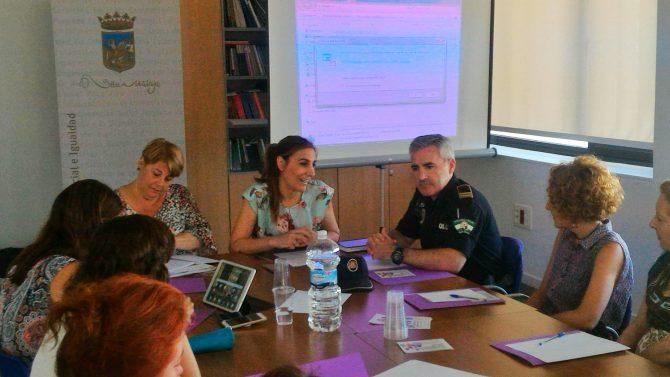 Vélez-Málaga reúne a la Comisión Local contra la violencia de género para coordinar y agilizar los procedimientos de actuación